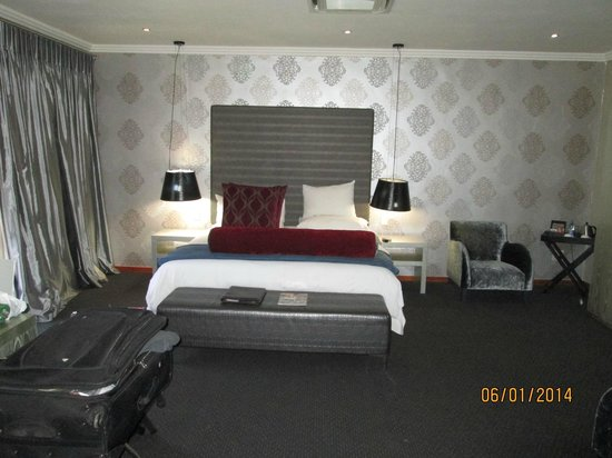 St. Andrews Signature Hotel & Spa: Super comfy bed with quality linens