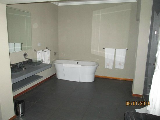 St. Andrews Signature Hotel & Spa: Gretat bath for relaxing