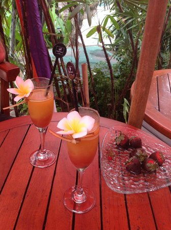 Legian Beach Hotel: Welcome drink.