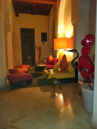 Riad Hizad : Un des nombreux espaces de détente, au rdc...