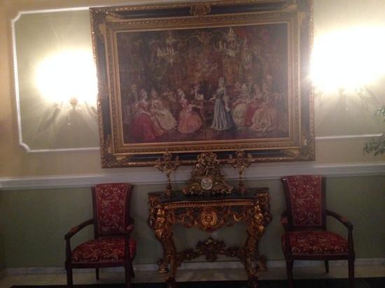 """Hotel Santa Isabel: Decoración """" barroca """" pero sobria y elegante."""