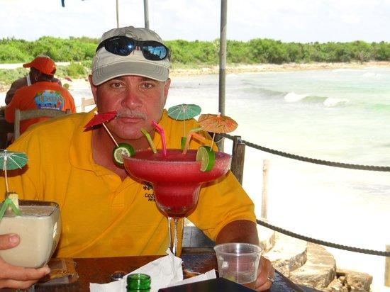 Playa Bonita: Big drink, little price.