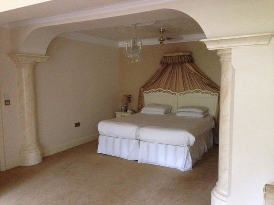 Hoar Cross Hall Spa Hotel: upgraded bedroom