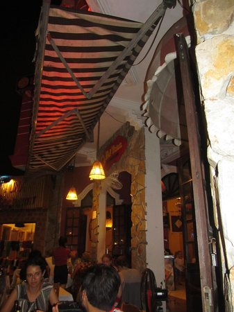 Hot Tuna Restaurant & Bar: Great atmosphere outside