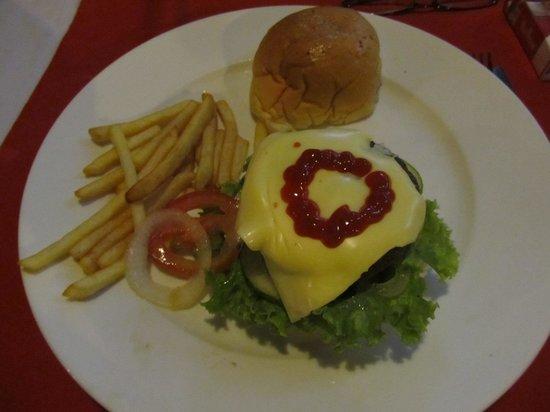Hot Tuna Restaurant & Bar: Burger and fries
