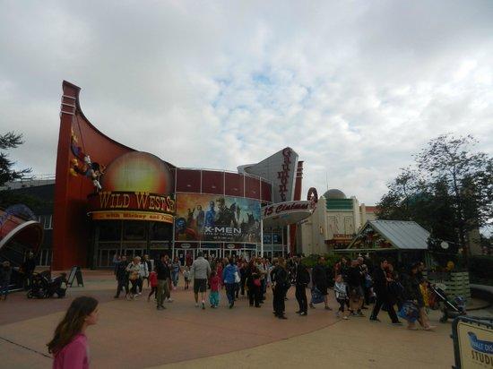Buffalo Bill's Wild West Show with Mickey & Friends: Ingresso al Disney Village