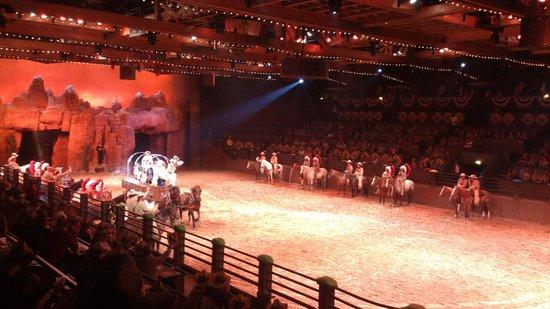 Buffalo Bill's Wild West Show with Mickey & Friends: Ingresso della carrozza