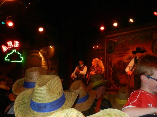 Buffalo Bill's Wild West Show with Mickey & Friends: Musica Country- pre show