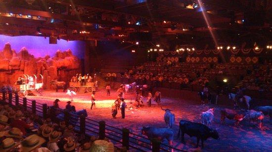 Buffalo Bill's Wild West Show with Mickey & Friends: Tutti in pista