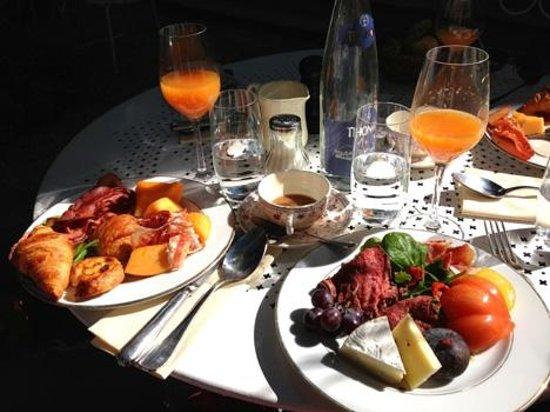 Hotel Particulier Montmartre : Le copieux brunch du dimanche