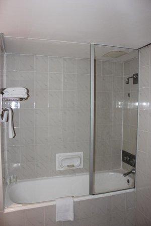 Hotel on St Georges: Bathoom