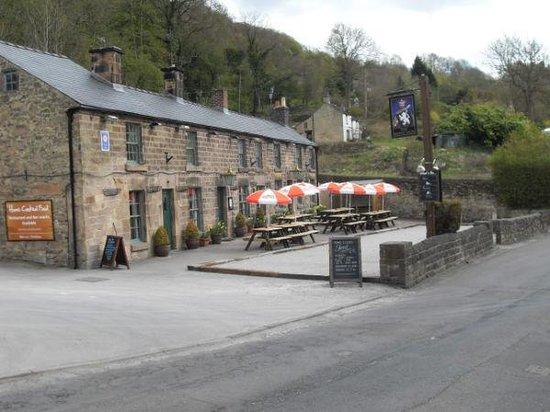 White Lion Inn: Traditional village public house