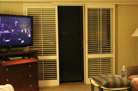 Monterey Bay Inn : Sliding Doors to balcony