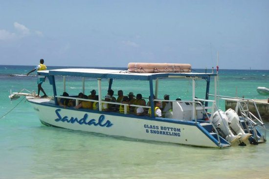 Sandals Ochi Beach Resort: The boat that is used for the glass bottom boat tour and snorkeling.