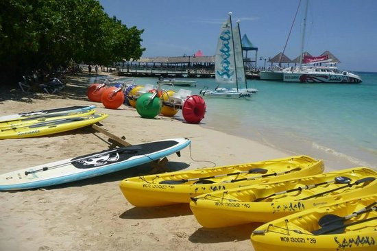 Sandals Ochi Beach Resort: Watersports area
