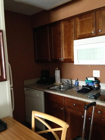 Homewood Suites by Hilton @ The Waterfront: Kitchen