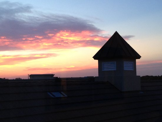 Homewood Suites by Hilton @ The Waterfront: Sunset from window