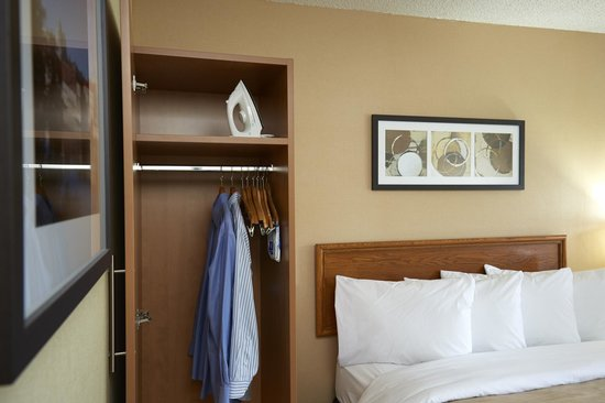 Comfort Inn Sydney : Irioning boards in all rooms.