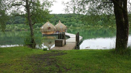 une des nombreuses cabanes photo de les cabanes des grands lacs vesoul tripadvisor. Black Bedroom Furniture Sets. Home Design Ideas