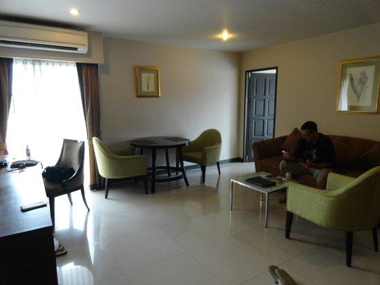 Ziniza Boutique Service Apartment: Wohnzimmer