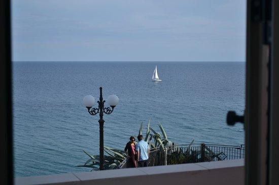 Albergo Tirreno: Camera con vista!
