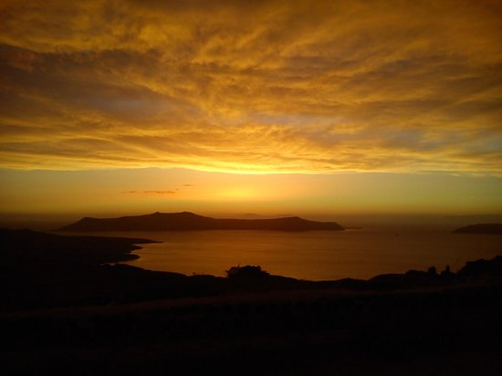 El Greco: great sunset on the road to Fira!!