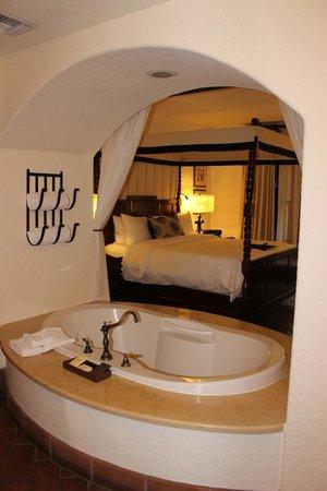 Fairmont Sonoma Mission Inn & Spa : Suite Bed