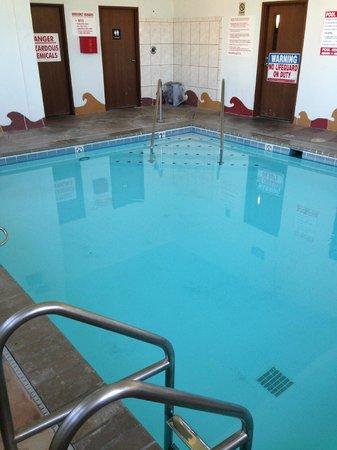 Economy Inn Seymour: In door  pool
