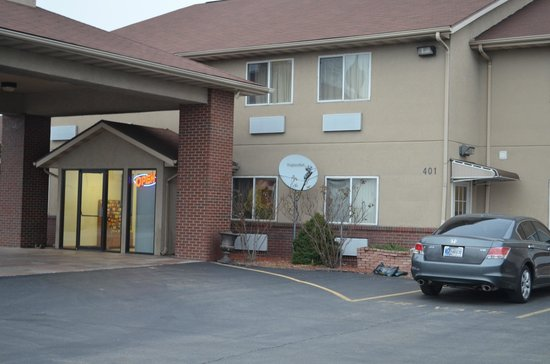 Economy Inn Seymour: Outside of the hotel(Entrance)