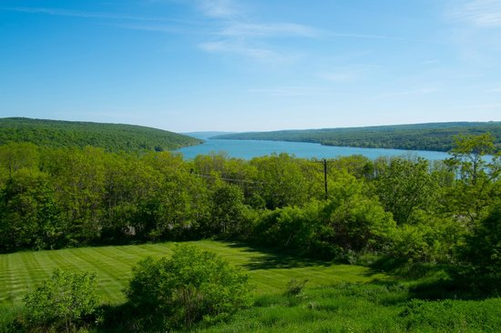 Finger Lakes Wine Country: View of Keuka lake from Esperanza