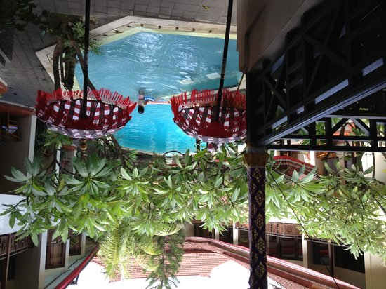 Hotel The Flora Kuta Bali: Flora garden and pool
