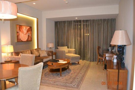 Oakwood Premier Joy - Nostalg Center Manila: living area