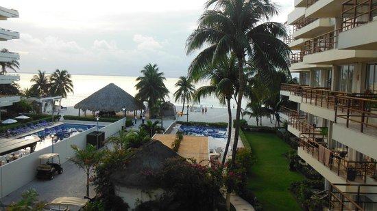 Ixchel Beach Hotel: view from balcony 301/302