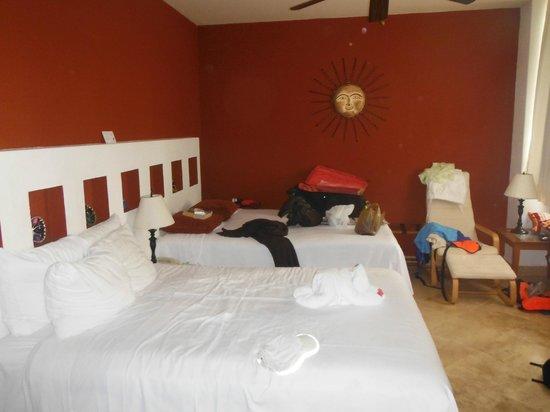 Ixchel Beach Hotel: standard room 302 phase 1