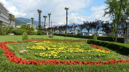 Regina Palace : giardino ingresso