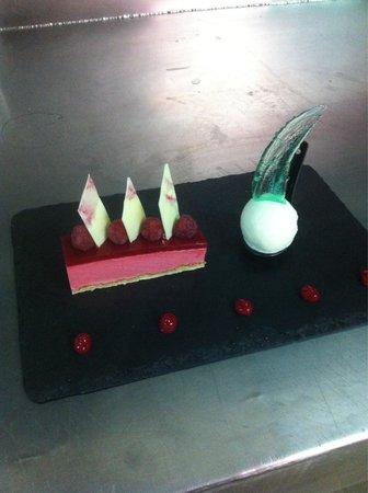 Moli de Vent: Himbeer-Delice mit Yuzo-Eis