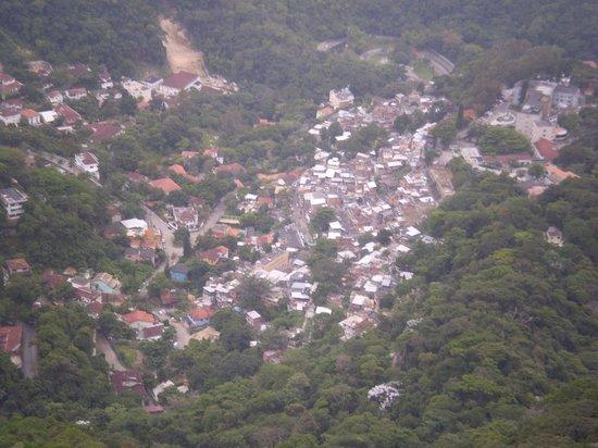 Favela Santa Marta Tour : Vista di favela  Santa Marta da Cristo Redentor