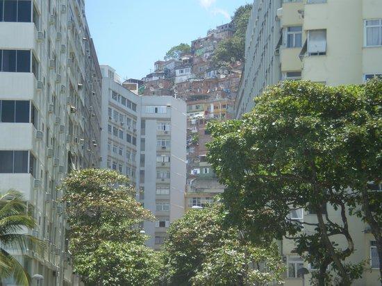 Favela Santa Marta Tour : Vista di favela Santa Marta dal quartiere Botafogo
