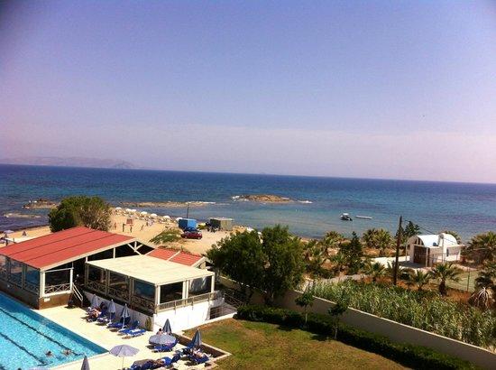 Arina Sand Resort : pool bar and beach