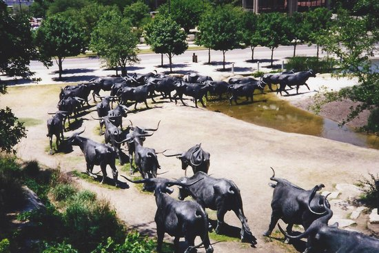 Pioneer Plaza: Cattle drive crossing the creek