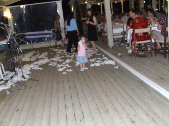 Arina Sand Resort : Greek night. napkins used instead of plate smashing.