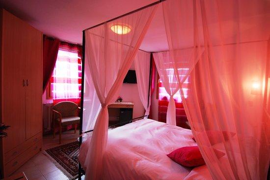 Hotel Oriental: la camera esagonale
