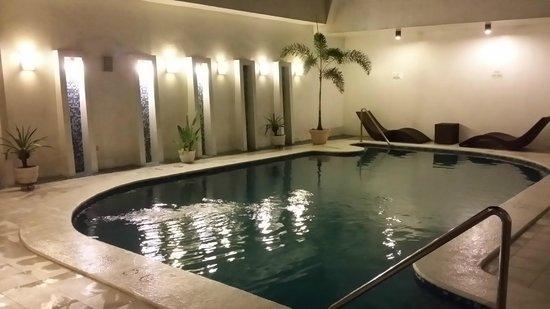 Hotel St. Ellis : small pool but refreshing