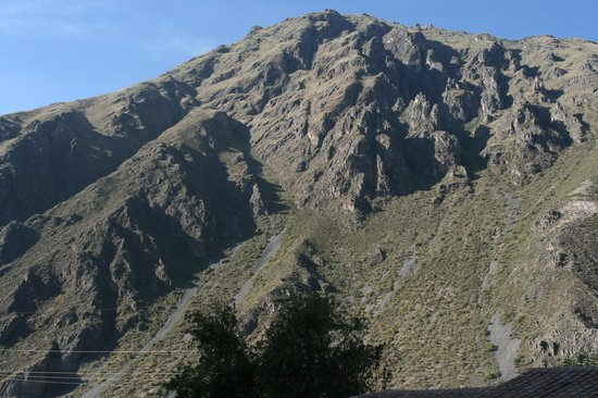 Ollantaytambo Lodge: Lodge is pretty much at the base of one of the surrounding mtns
