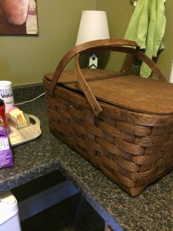 Piney Hill Bed & Breakfast: Picnic basket