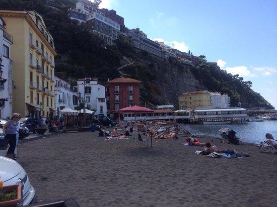 Hotel Admiral Sorrento: Hotel Admiral on far right