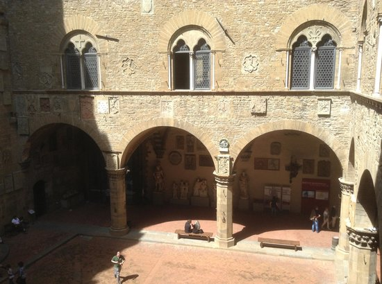 Palazzo Pitti: View of outdoor courtyard