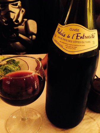 Le Relais de l'Entrecote: Very good house wine.