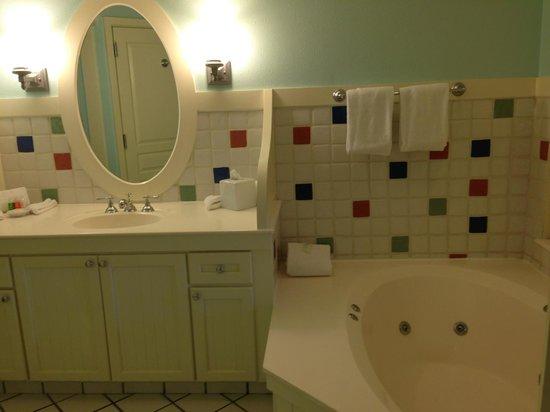 Disney's BoardWalk Villas : Bathroom and vanity