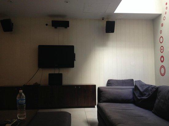 America del Sur Hostel: Sala de TV